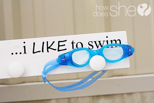 swim goggle holder