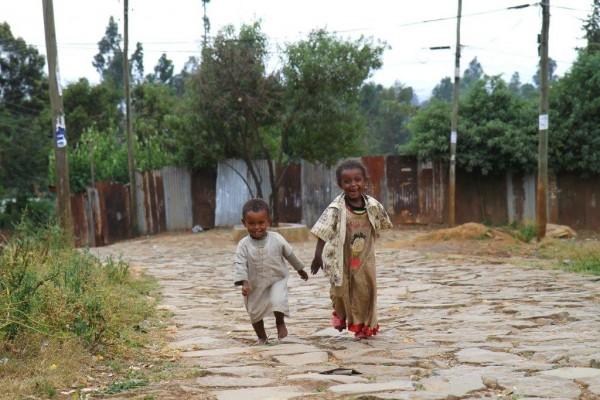 children on road  (4)