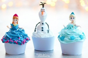 Disney-Frozen-Anna-Elsa-and-Olaf-Cupcakes-So-easy-and-the-dolls-can-be-party-favors-
