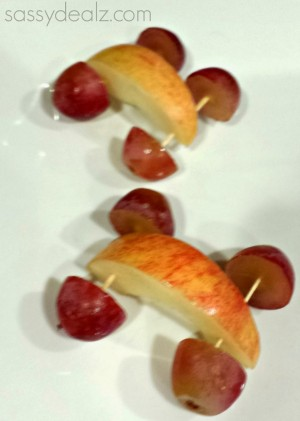 grape-apple-car-snacks