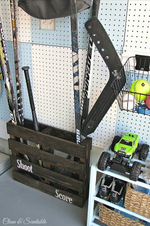 "Pallet-Sports-Organizer-1a ""width ="" 203 ""height ="" 305 ""srcset ="" https://howdoesshe.com/wp-content/uploads/2014 /11/Pallet-Sports-Organizer-1a-300x450.jpg 300w, https://howdoesshe.com/wp-content/uploads/2014/11/Pallet-Sports-Organizer-1a-150x225.jpg 150w, https: / /howdoesshe.com/wp-content/uploads/2014/11/Pallet-Sports-Organizer-1a-166x250.jpg 166w, https://howdoesshe.com/wp-content/uploads/2014/11/Pallet-Sports- Kích thước tổ chức-1a.jpg 600w "" s = ""(chiều rộng tối đa: 203px) 100vw, 203px"" /> </p><p style="