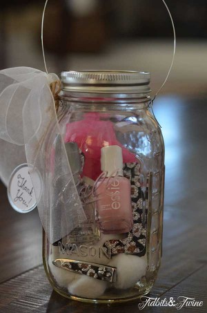 18 creative diy mason jar gifts great homemade gift ideas mason jar christmas gifts solutioingenieria Gallery