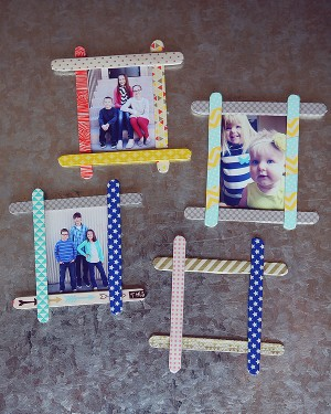 21 christmas ornaments kids can make how does she for Popsicle stick picture frame christmas