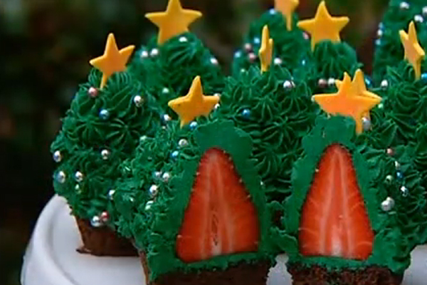Strawberry Christmas Tree Cupcake!