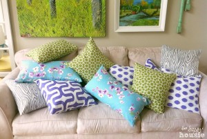 Simple-Stunning-DIY-Envelope-Pillow-Tutorial-all-done-at-The-Happy-Housie