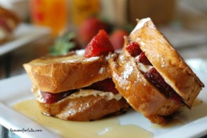 Strawberry-Cheesecake-French-Toast-2-700x468