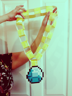 minecraft-gold-diamond-necklace.jpg