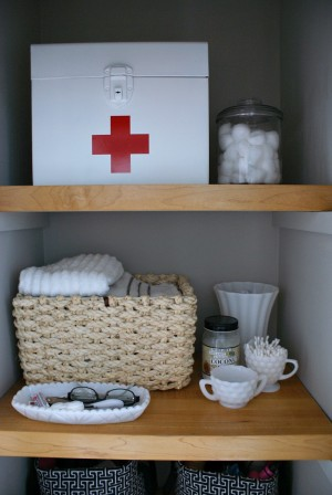 ways to organize bathroom cabinets