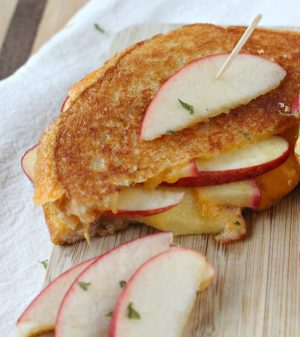 Apple-Stuffed-Cheddar-Grilled-Cheese-7-911x1024