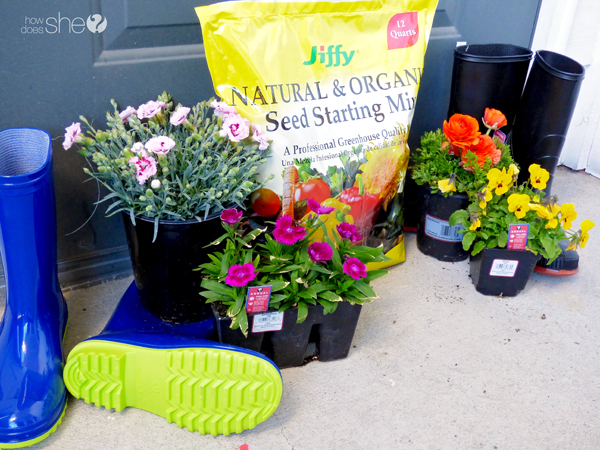 cute rainboot planter tutorial (1)