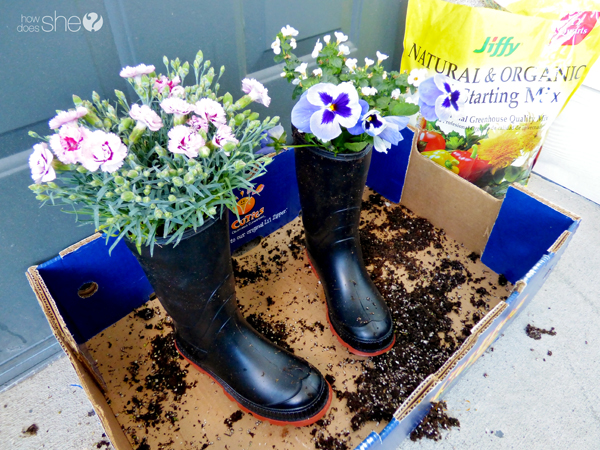 cute rainboot planter tutorial (3)