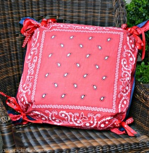fourth-of-July-front-porch-pillows-www.atthepicketfence.com_