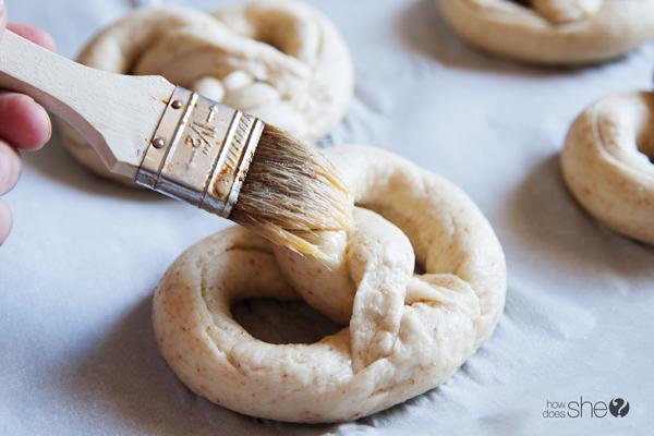 german style soft pretzels (14)