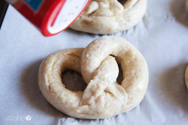 german style soft pretzels (15)