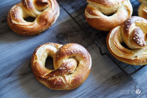 german style soft pretzels (17)