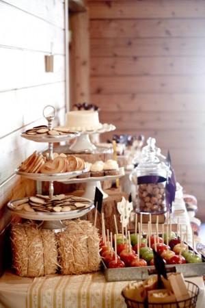 barn-buffet-mini-hay-bales