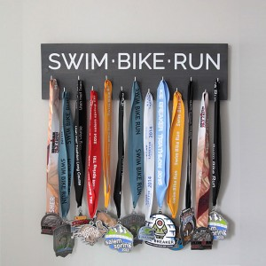 easy-race-medal-display-triathlon-hanger-how-to-make-diy-gift-fathers-day-mothers-handmade-2