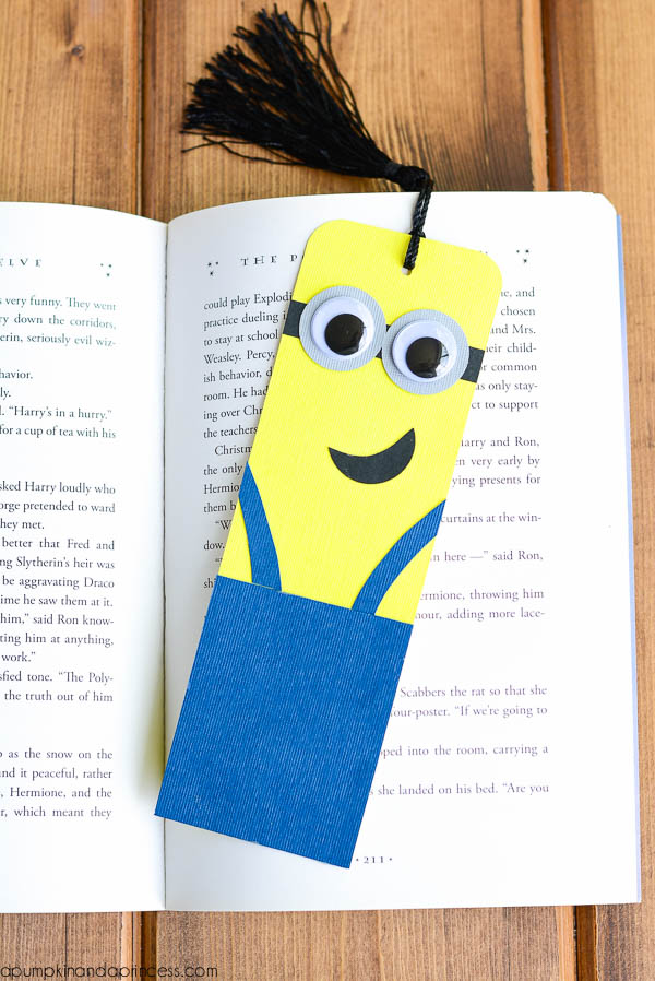 Minion fans 22 ideas to get more minions in your life diy minion bookmark tutorial solutioingenieria Gallery