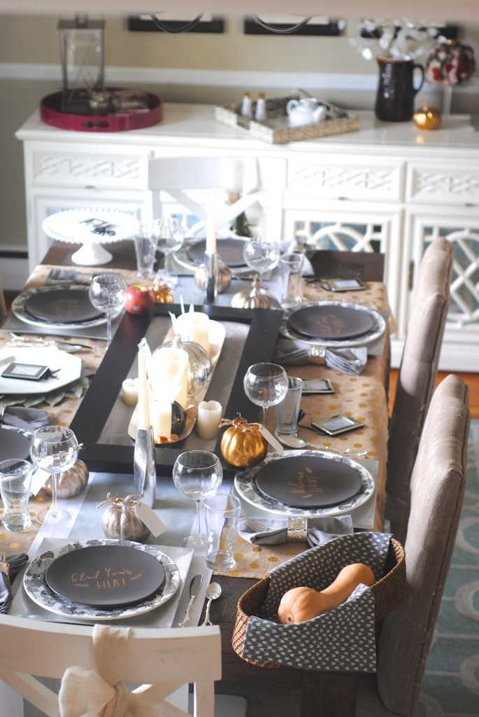 Thanksgiving table 11