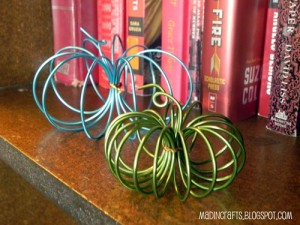 dollar-store-floral-wire-pumpkins_th
