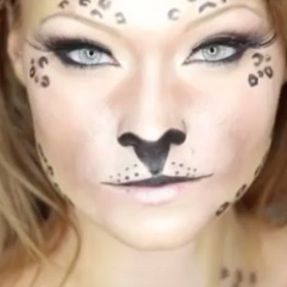 15 Really Cool Halloween Make Up Ideas!