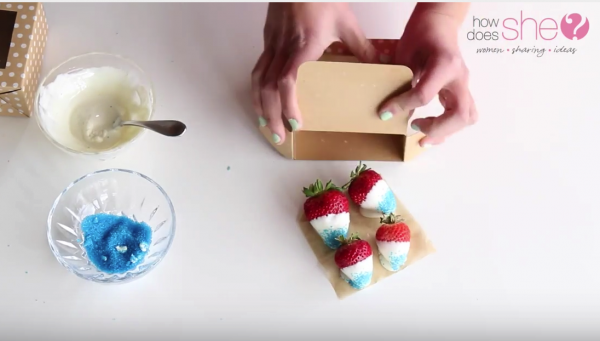 Easy Chocolate Dipped Strawberries