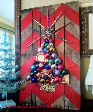 christmas-ornament-tree-on-a-chevron-stripe-pallet-from-mommy-is-coocoo-3-1