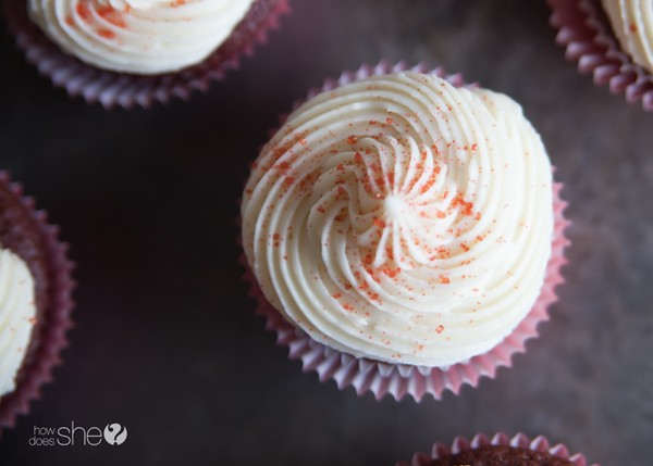 Red velvet cupcakes with cream cheese icing (7)