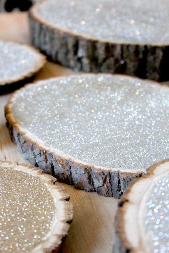 The coolest new decorating trend 18 great tree stump for Tree trunk slice ideas