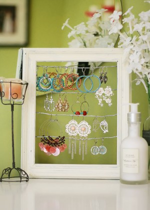 shabby-chic-altered-picture-frame-dangly-earring-jewelry-display-holder-2