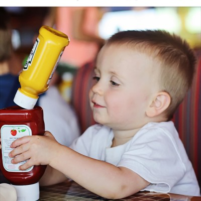 We play with knives…5 ideas to keep kids entertained at a restaurant!