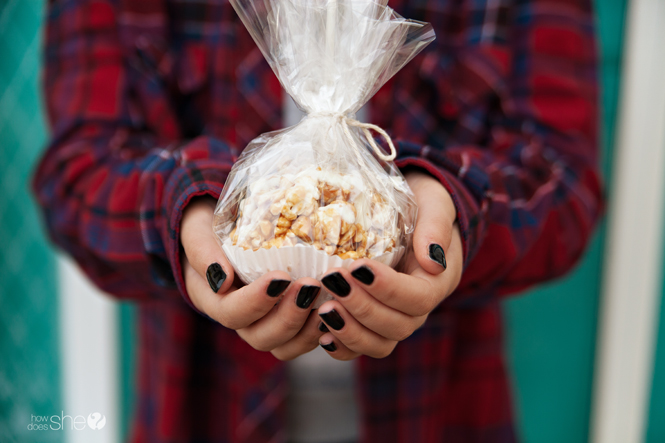 pumpkin-spice-caramel-popcorn-balls-with-white-chocolate-drizzle-21