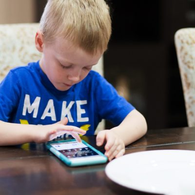 How to Break Away from Devices At Dinner