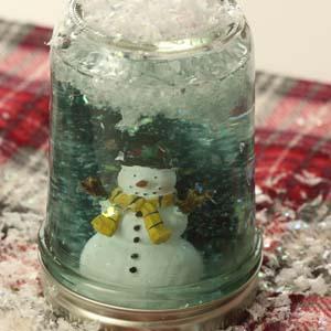 DIY Snow Globes – So Easy and Cute!