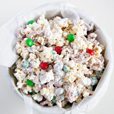Quick White Chocolate Peppermint Popcorn Mix – Orville Redenbacher's