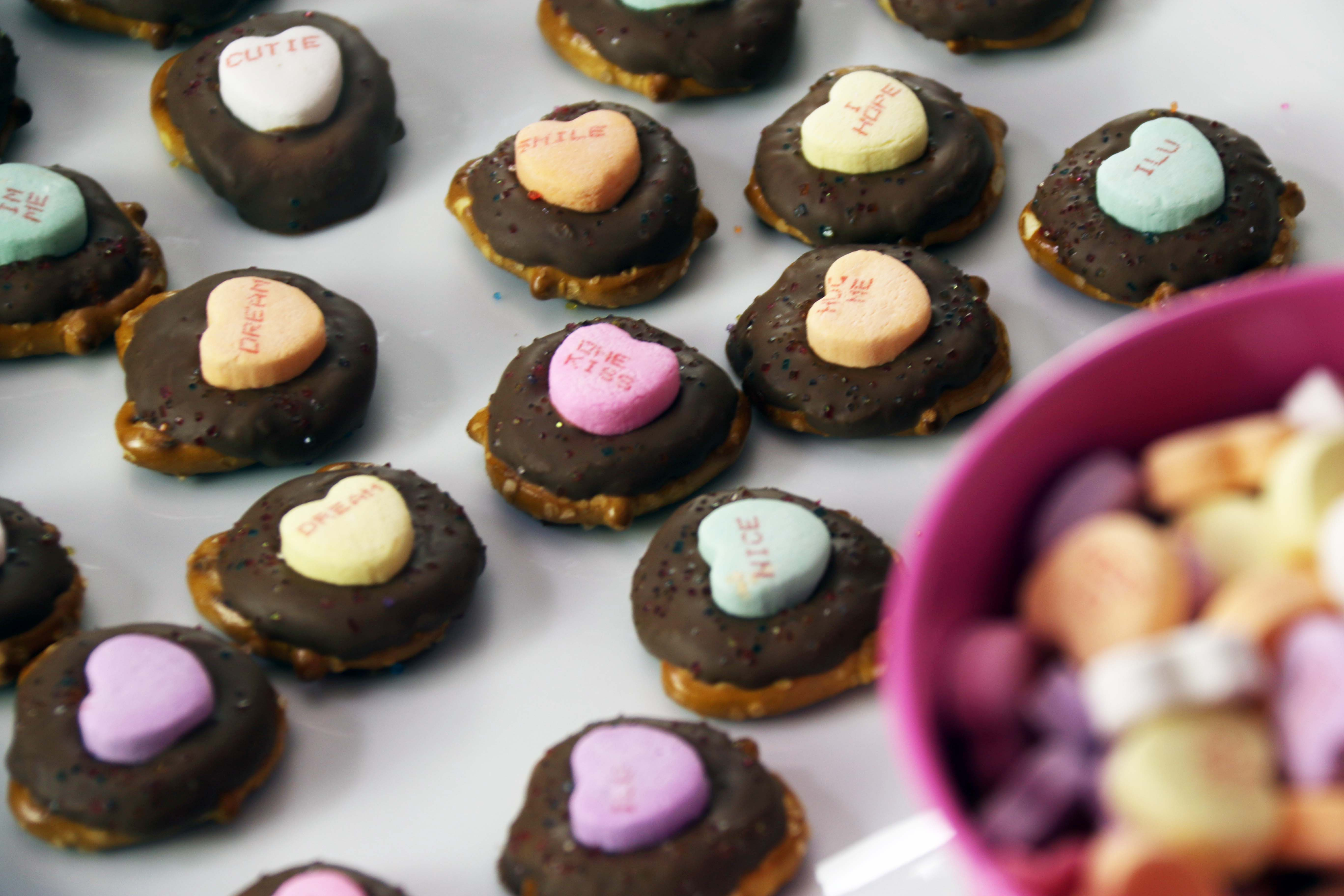 How to Make an Easy & Yummy Valentine's Pretzel Treat