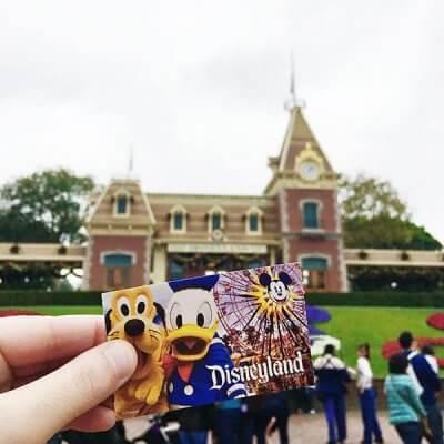 How to Save Big on Disneyland Tickets!