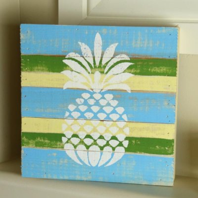 Pineapples are all the rage! Get in on it with this Easy DIY!