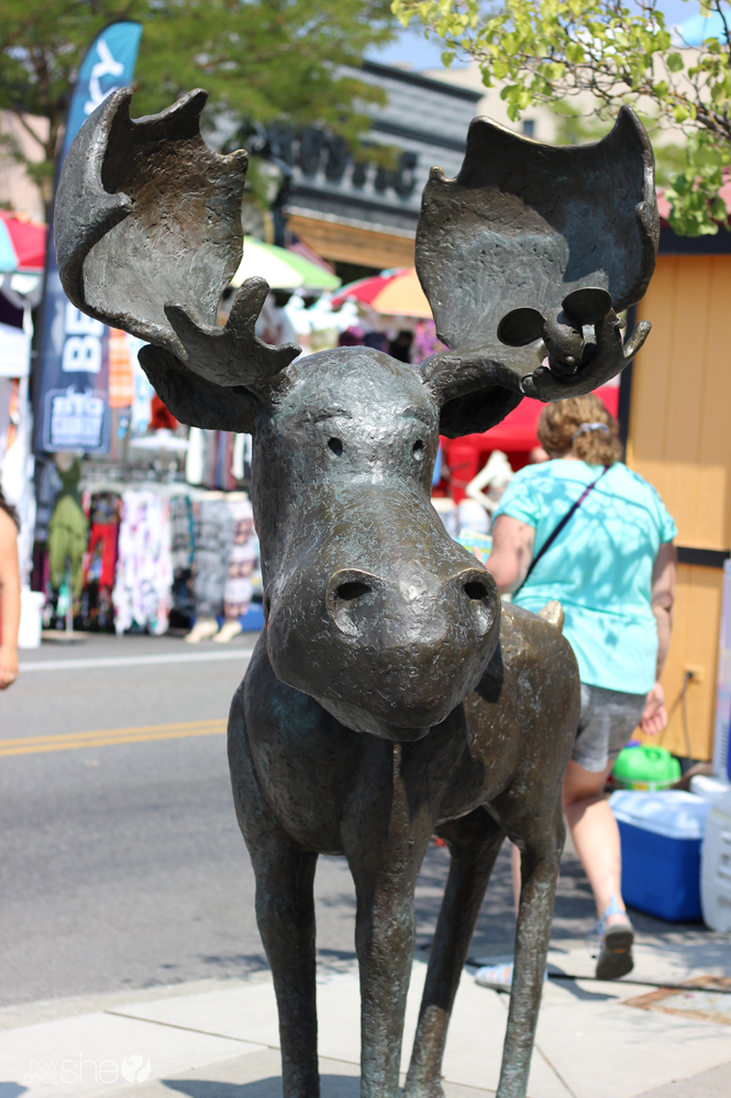 statue of Mudgy Moose