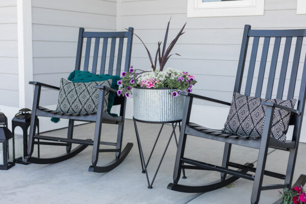 4 Easy Ways to Spruce Up A Small Outdoor Area