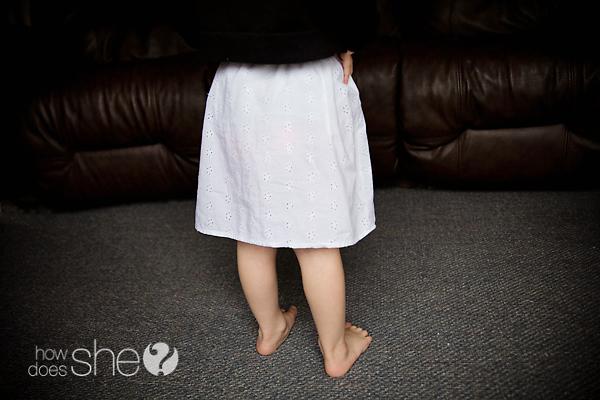 Convertir una camiseta de tirantes de mujer en una falda de mujer