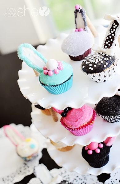 high heel cupcakes - Woman Decorating Cupcakes