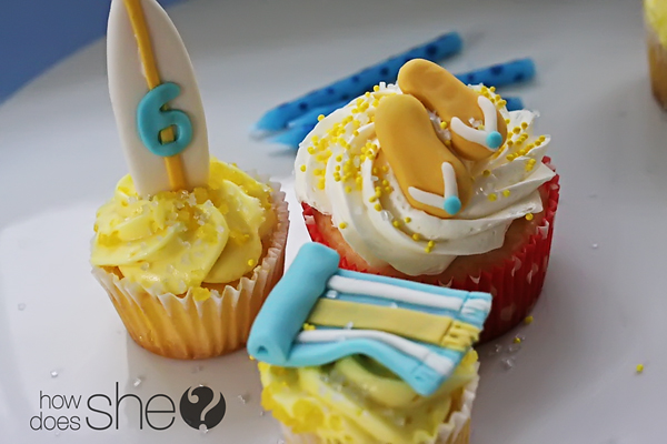 decorating cupcakes with fondant