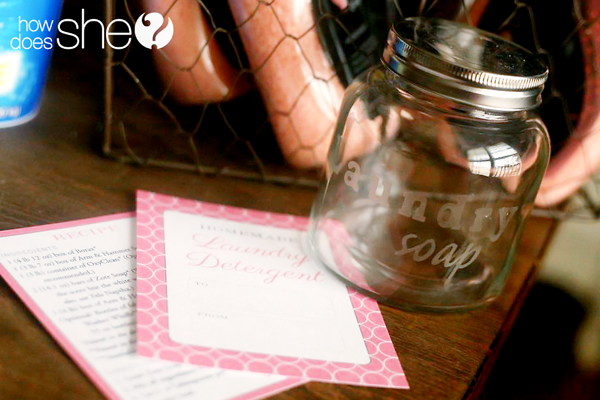 Gifting The World's Best Homemade Laundry Detergent - FREE PRINTABLE